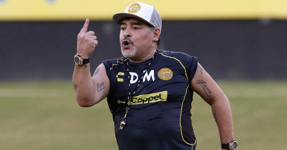 Diego Maradona comanda treino do Dorados, do México