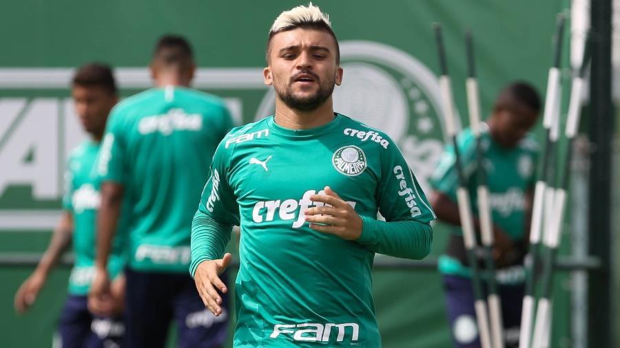 4a2084b4ae008 Palmeiras renova contrato com Victor Luís até dezembro de 2022 - 15 ...