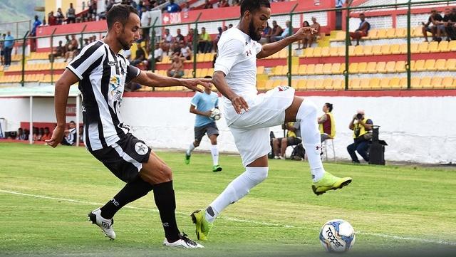 Lance do jogo Fluminense contra Resende na Taça Rio