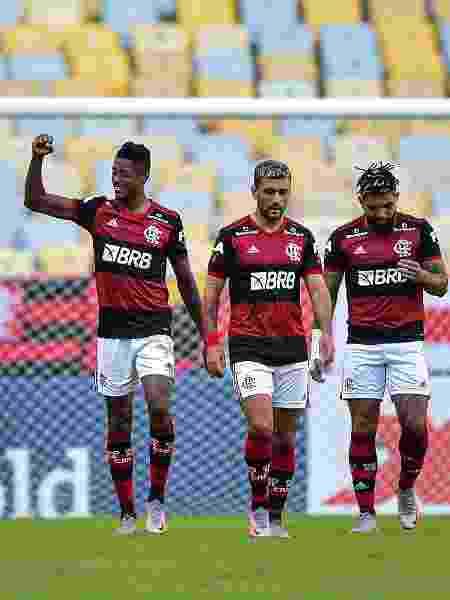 Bruno Henrique comemora um de seus gols em Flamengo 2 x 0 Volta Redonda - Thiago Ribeiro/AGIF