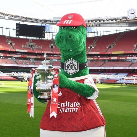 Gunnersaurus, mascote do Arsenal, foi demitido após 27 anos de trabalho; torcedores lamentaram a decisão do clube - Reprodução/Twitter/Gunnersaurus