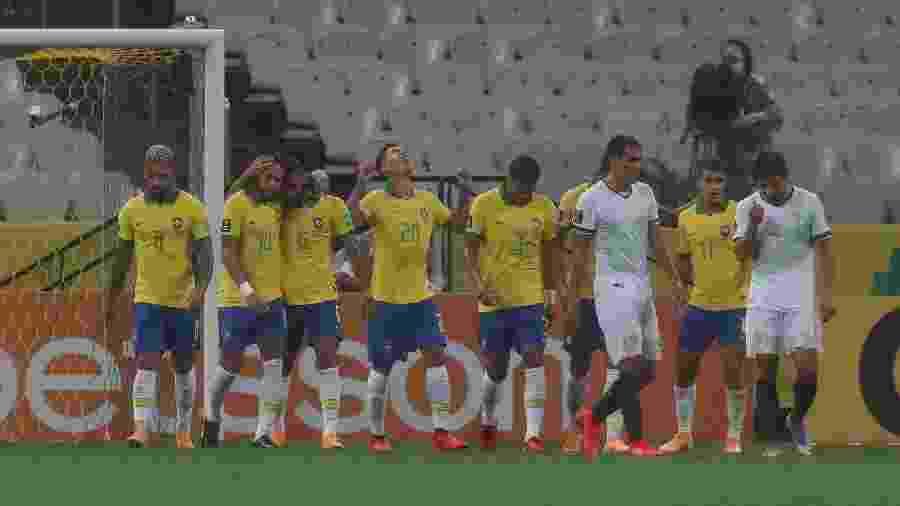 O Brasil brilha aproveitando-se do fato do futebol não existir mais na Bolívia - Pool/Getty Images
