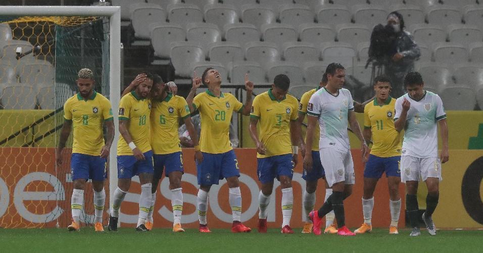 Roberto Firmino comemora gol do Brasil contra a Bolívia