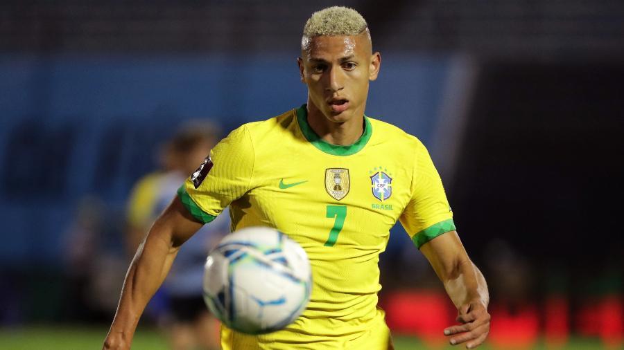 Richarlison, durante partida entre Brasil e Uruguai - Raúl Martínez-Pool/Getty Images