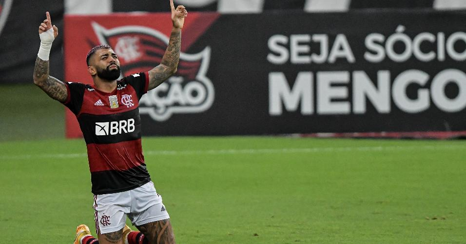 Gabigol, do Flamengo, aponta os indicadores para o céu após marcar contra o Vasco