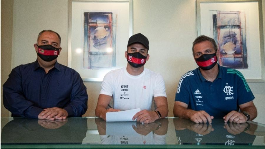 Volante Thiago Maia assina renovação de contrato com o Flamengo - Alexandre Vidal / Flamengo