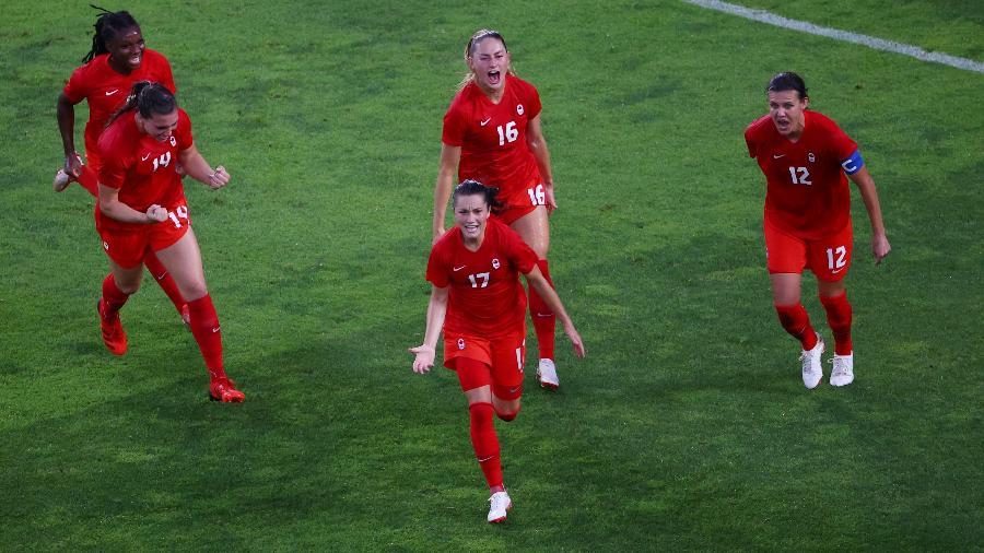 Jogadoras do Canadá comemoram gol de Jessie Fleming contra os Estados Unidos - Mike Segar/Reuters