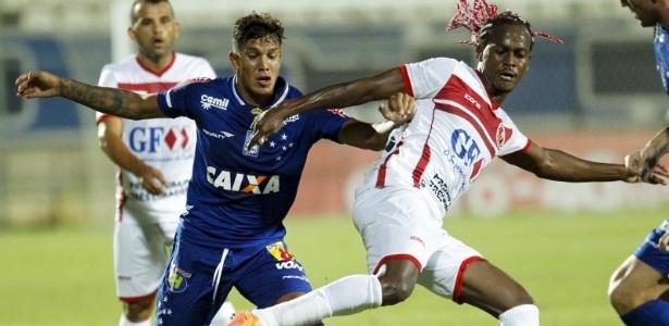 Qualidade de Romero na hora de marcar melhorou a pegada do Cruzeiro no meio-campo
