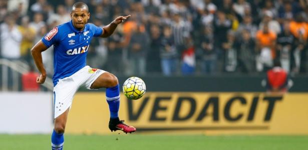 Edimar, lateral esquerdo do Cruzeiro - Marcello Zambrana / Light Press / Cruzeiro