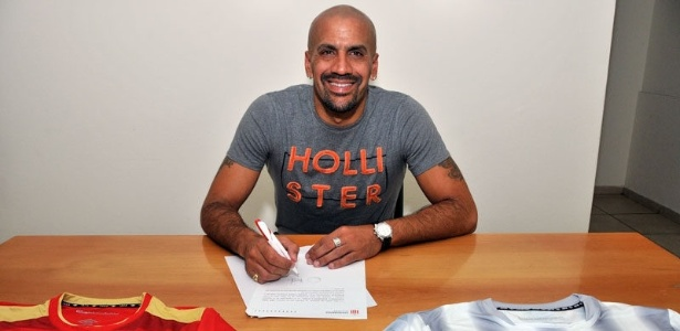 Verón quando assinou contrato com Estudiantes