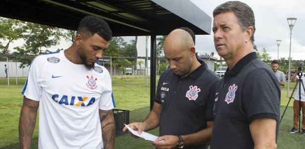 Walmir Cruz, preparador físico do Corinthians, conversa com Kazim