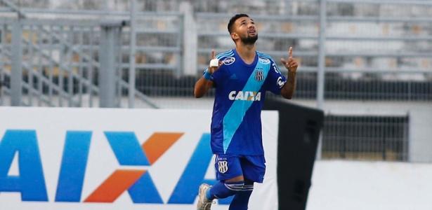 Clayson marcou dois gols na estreia da Ponte no Brasileirão