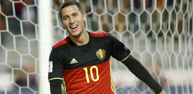 Eden Hazard comemora um de seus gols na vitória sobre o Chipre