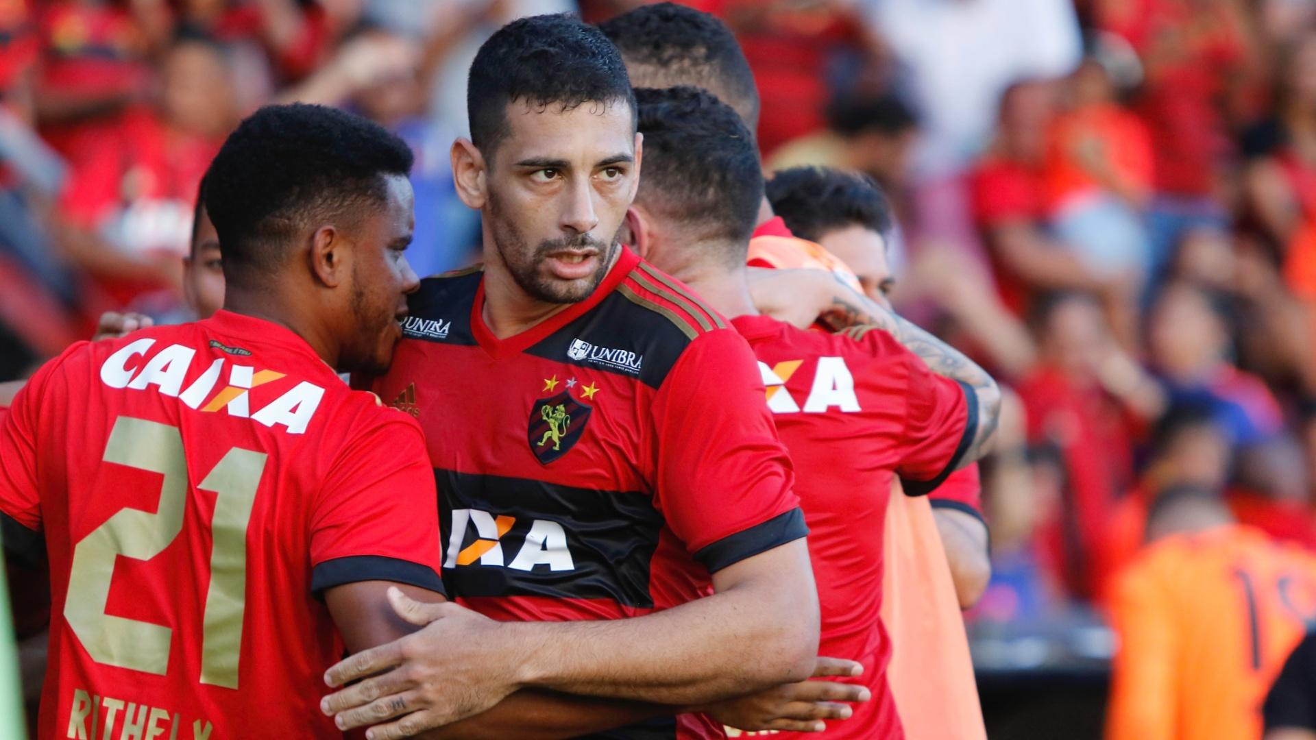 Diego Souza comemora vitória do Sport sobre o Bahia