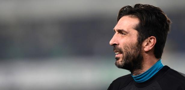 Buffon ficou no banco contra o Chievo e pode reestrear diante do Atalanta - Miguel Medina/AFP