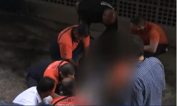 Torcedor do Botafogo é socorrido após cair em fosso do Estádio Nilton Santos