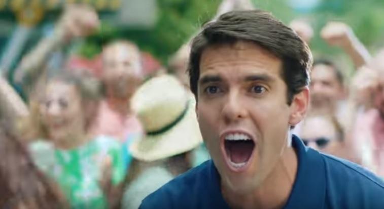 Kaká em ação em um comercial de parque nos Estados Unidos
