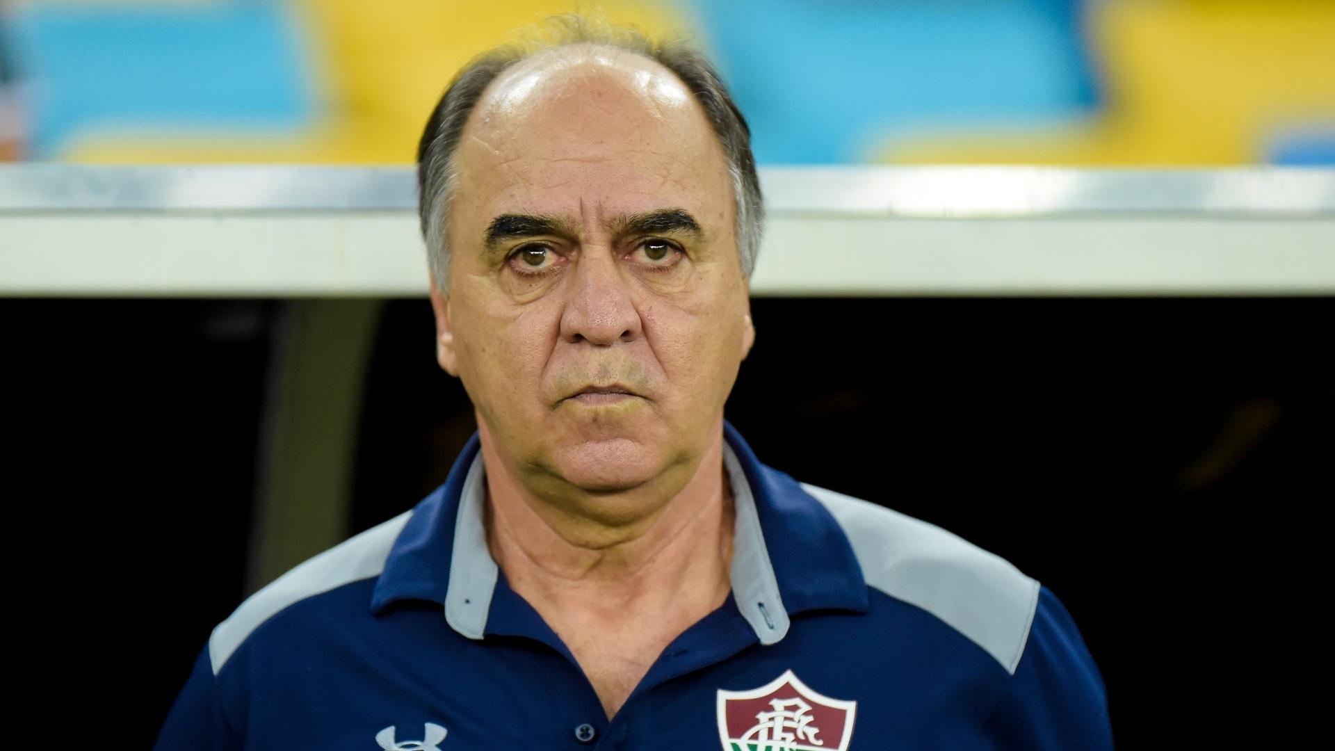 Marcelo Oliveira comanda o Fluminense em jogo contra o Corinthians