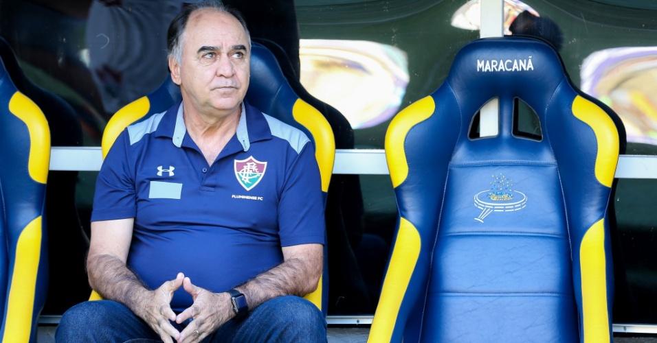 Marcelo Oliveira, técnico do Fluminense, acompanha jogo contra o Botafogo