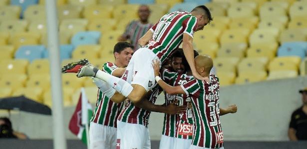Jogadores do Flu comemoram gol sobre o Paraná; time joga a vida no Uruguai - Thiago Ribeiro/AGIF