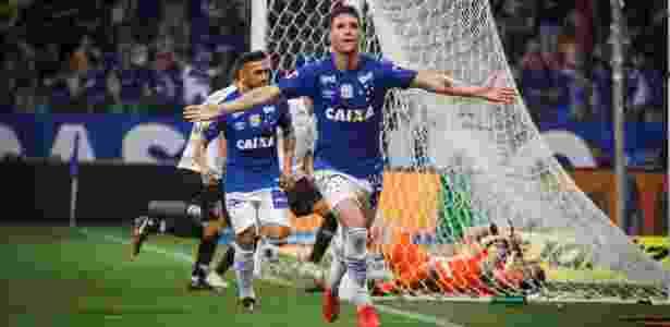 e12a70075c Diretor do Cruzeiro revela proposta do Corinthians por Thiago Neves e Sassá