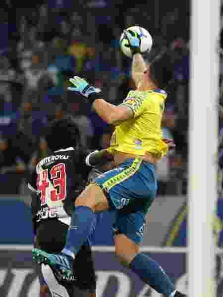 Goleiro Fábio foi um dos destaques do Cruzeiro contra o Vasco - Fernando Moreno/AGIF
