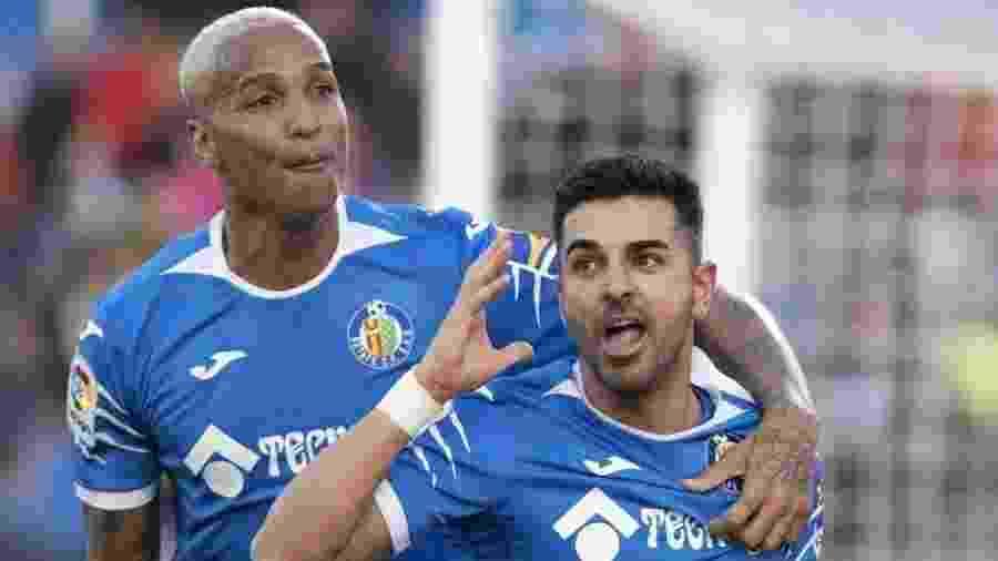 Ángel Rodríguez (à direita) comemora gol do Getafe ao lado do ex-palmeirense Deyverson - Divulgação/LaLiga