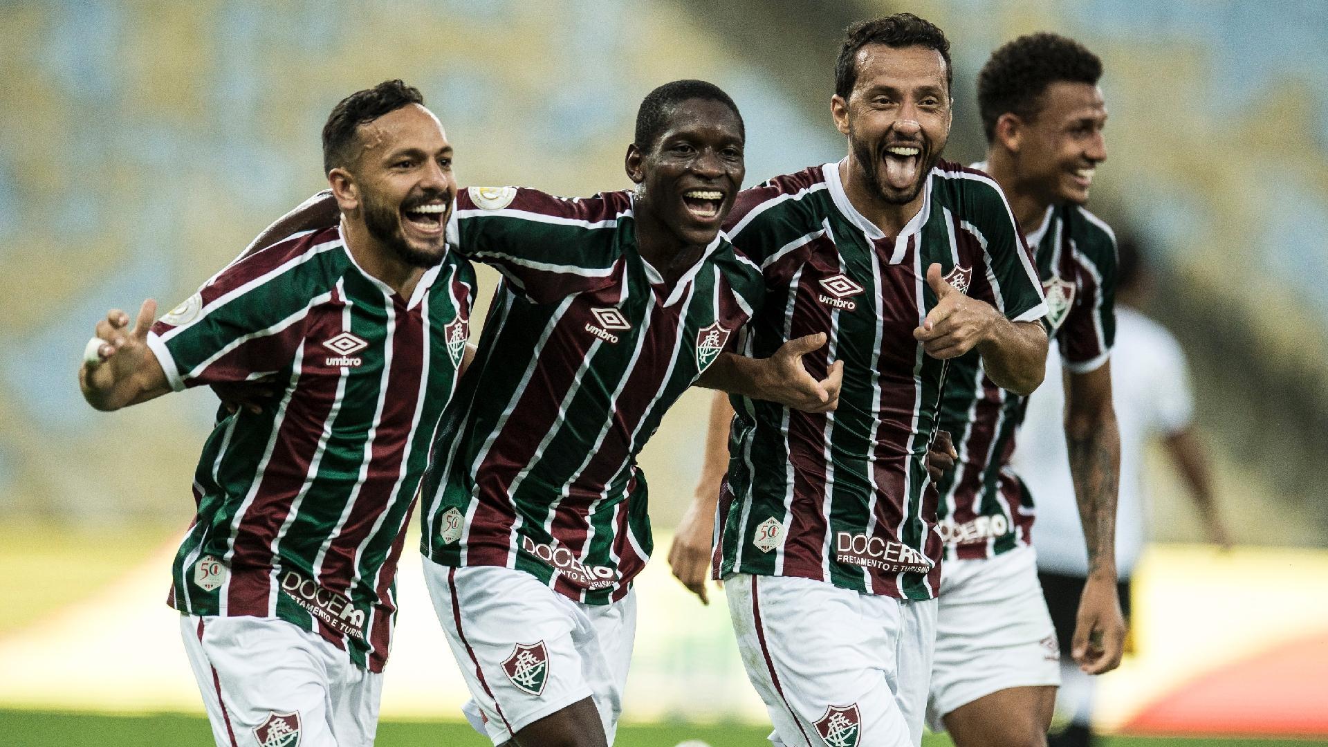Jogadores do Fluminense comemoram segundo gol de Nenê contra o Corinthians na 10ª rodada do Brasileirão 2020