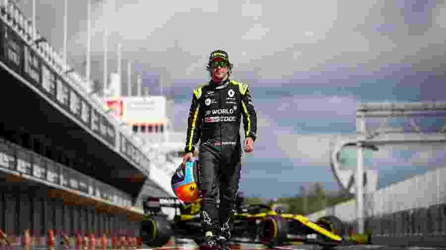 Fernando Alonso em seu primeiro teste no retorno à Renault, em outubro, na Espanha - James Moy/Renault