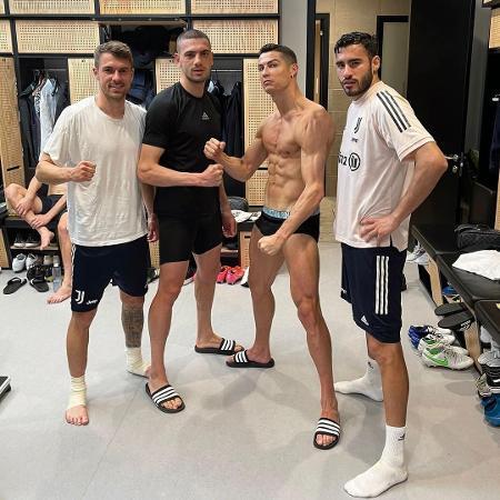 Foto publicado pelo português em que ele está seminu no vestiário da Juventus - Reprodução/Instagram/@cristiano
