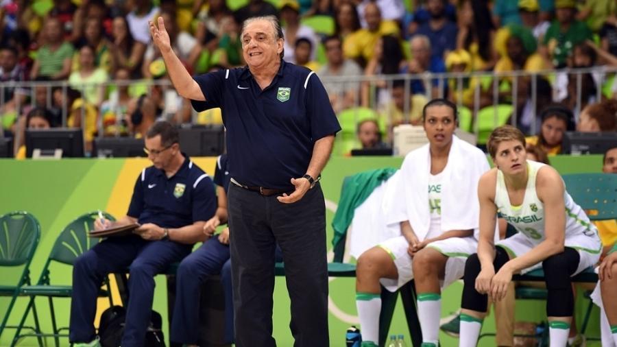 O técnico Antônio Carlos Barbosa no comando da seleção brasileira de basquete na Olimpíada Rio-2016 - Divulgação/CBB