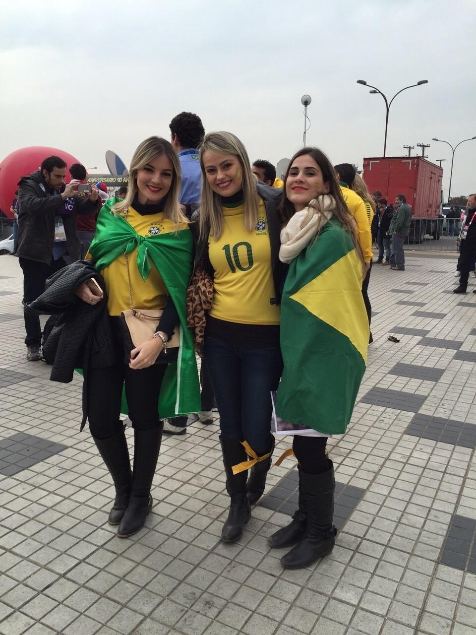 Mulheres marcam presença antes do jogo do Brasil contra a Venezuela pela Copa América