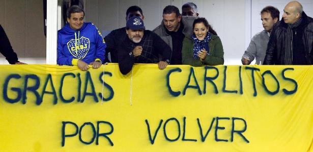 Há exato um ano, Maradona celebrou o retorno de Tevez ao Boca - REUTERS/Marcos Brindicci