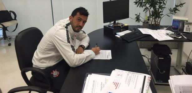 Edilson chegou do Corinthians e será apresentado na quinta-feira no Grêmio - Divulgação