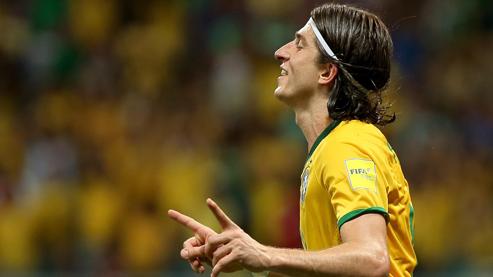 Filipe Luis comemora o seu gol pelo Brasil contra o Peru, nas Eliminatórias