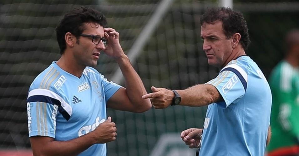Alberto Valentim, interino na vitória do Palmeiras sobre o São Paulo, conversa com Cuca