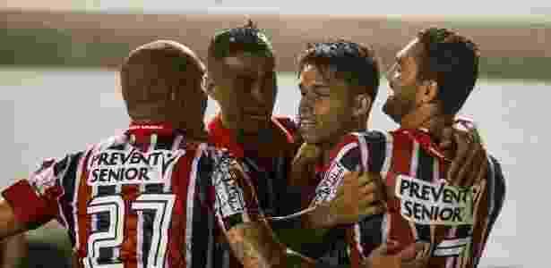 Jogadores do São Paulo comemoram gol de Luiz Araújo (segundo da direita para a esquerda) - Rubens Cavallari/Folhapress - Rubens Cavallari/Folhapress