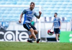 Técnico do Estudiantes brinca sobre meia do Grêmio: