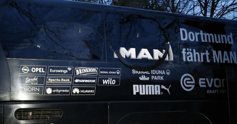 Ônibus do Borussia Dortmund é atingido por explosão. Janelas ficam danificadas