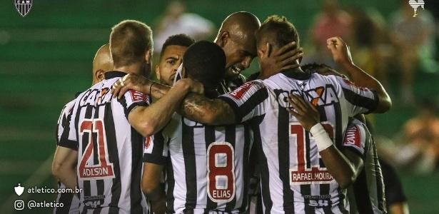 Jogadores do Atlético-MG comemoram um dos gols na goleada sobre o Sport Boys