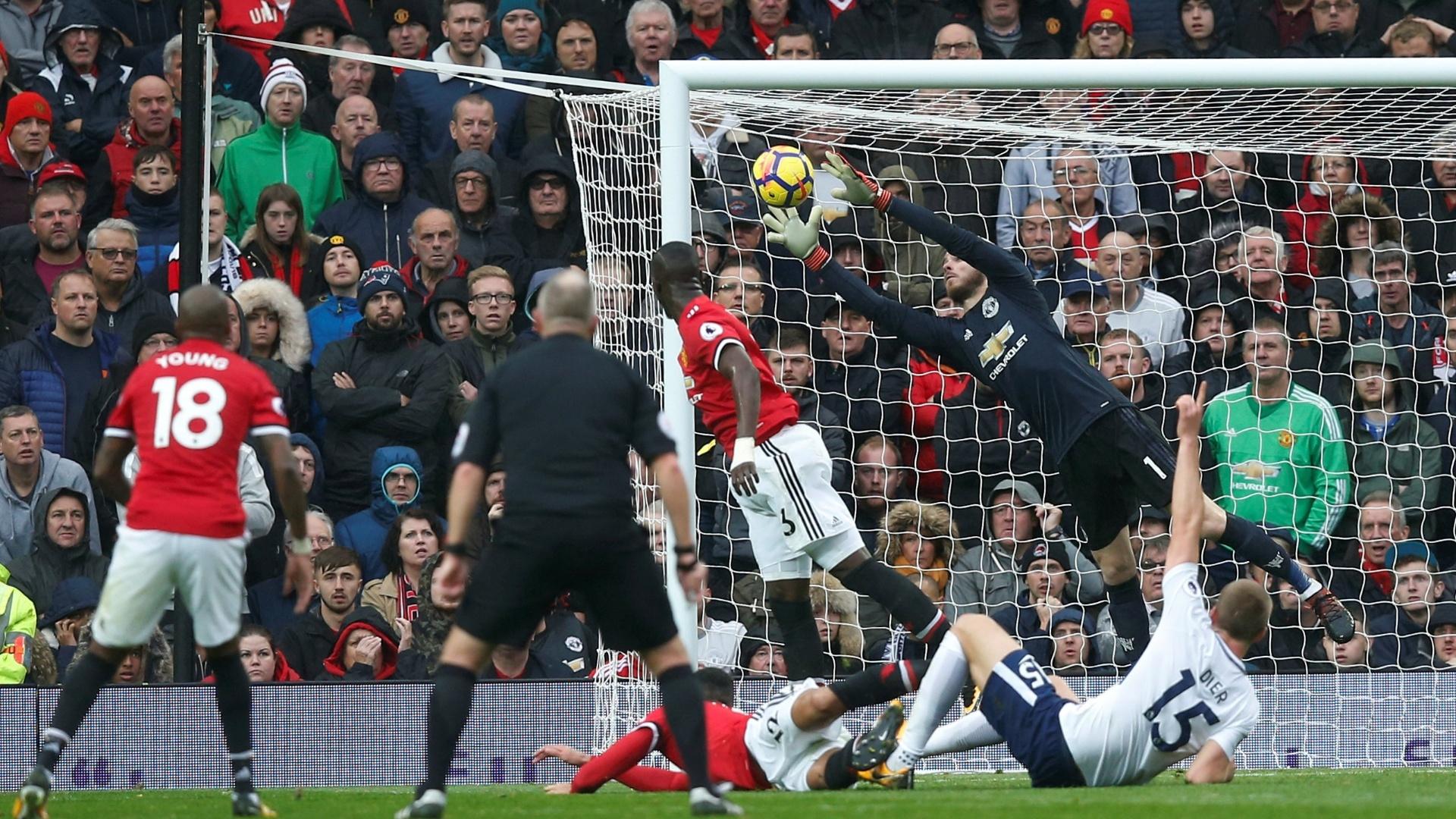 De Gea faz uma defesa para o Manchester United contra o Tottenham