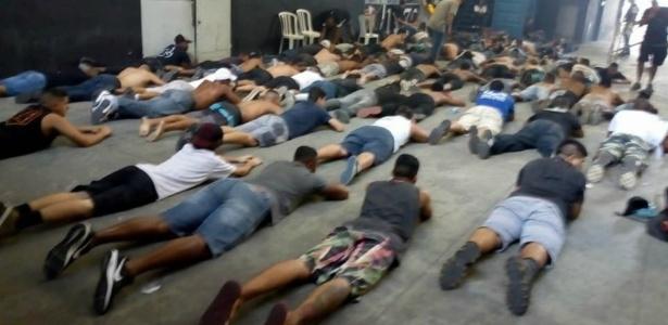 Integrantes da Força Jovem do Vasco foram detidos na sede da organizada