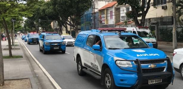 Apesar da grande quantidade de policia, cambista agiram livremente no Maracanã - Pedro Ivo Almeida/UOL