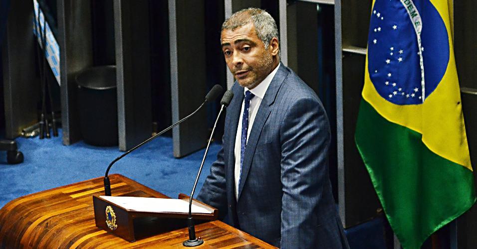 Senador Romário durante julgamento de impeachment de Dilma. em 2016