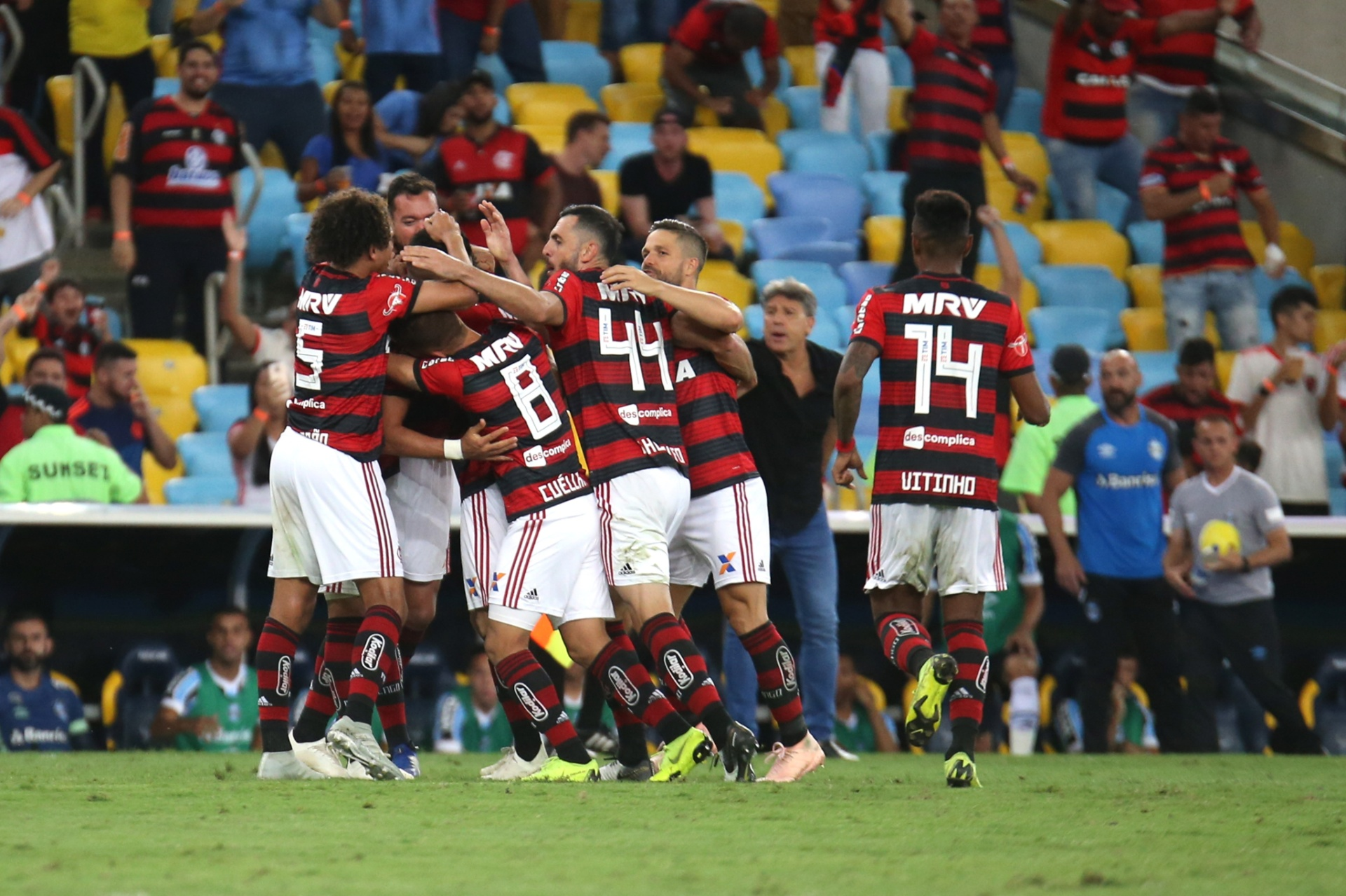 Fla vence Grêmio e se mantém vivo em disputa de título com Palmeiras -  21 11 2018 - UOL Esporte 8c42d0eb5ffa9