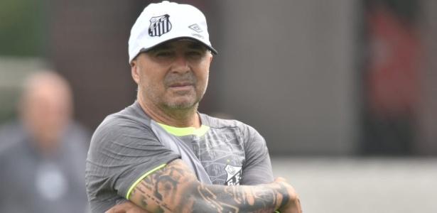 """Técnico Jorge Sampaoli não abre mão de """"enxugar"""" elenco santista"""