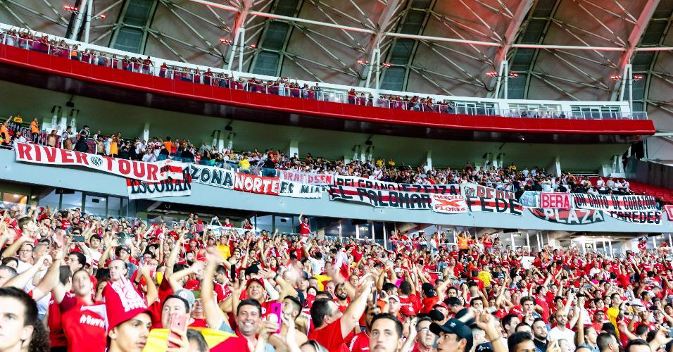 Torcida do Internacional em partida contra o River Plate