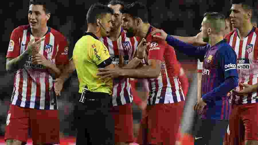 Diego Costa foi punido após expulsão contra o Barça - LLUIS GENE/AFP