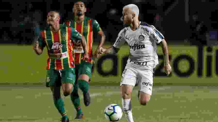 Lucas Lima conduz a bola na partida entre Palmeiras e Sampaio Correa pela Copa do Brasil - Cesar Greco/Palmeiras