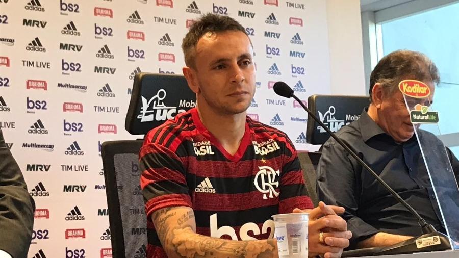 Lateral-direito Rafinha sofreu uma fratura no osso da face no jogo contra o Athletico-PR - Bruno Bráz/UOL